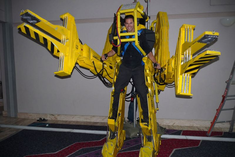 Aliens-Caterpillar-J-5001-Power-Loader-Walker-Replica.jpg