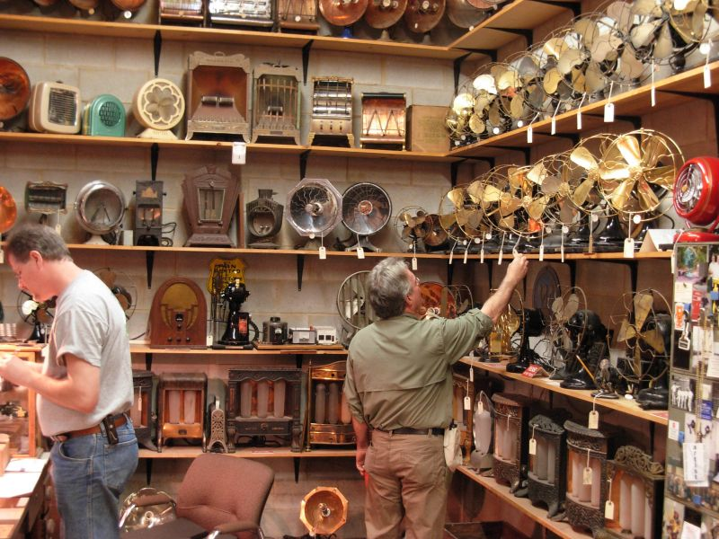 2008.David Coyle admiring Darryls Collection.jpg.JPG