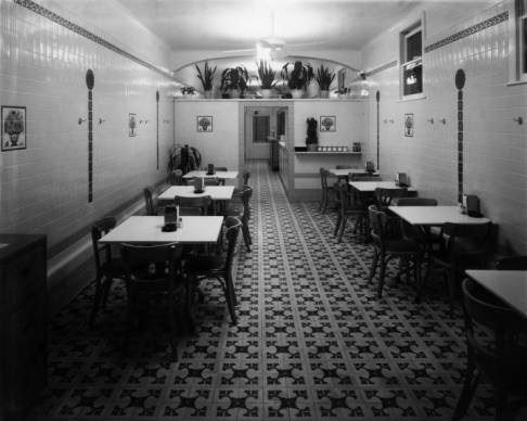 Interior_of_Casamentos_Restaurant.jpg